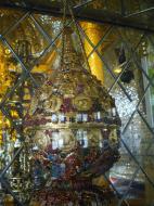 Asisbiz Royal Palace Bronze Buddha diamonds gold and treasures Jan 2010 05