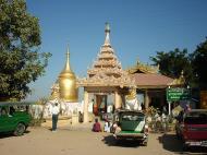 Asisbiz Pagan Bupaya pagoda entrance Dec 2000 01