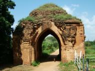 Asisbiz Bagan Gawdawpalin Temple Myanmar Nov 2004 06
