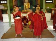 Asisbiz Hmawbi Monastery Ordination Ric and Ree Dec 2000 15