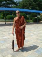 Asisbiz Hmawbi U Thuriya expriencing a monks life Jul 2001 04