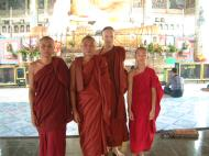 Asisbiz Hmawbi U Thuriya visiting other monks Jul 2000 01