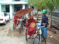 Asisbiz Hmawbi Monastery Sayadow performing his monks duty Dec 2000 01