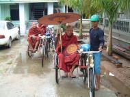 Asisbiz Hmawbi Monastery Sayadow performing his monks duty Dec 2000 02