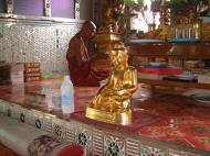 Asisbiz Hmawbi Monastery Sayadow performing prayersDec 2000 01