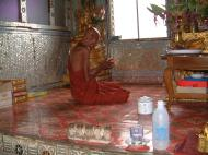 Asisbiz Hmawbi Monastery Sayadow performing prayersDec 2000 02