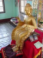 Asisbiz Hmawbi monastery Buddhas Dec 2000 05