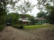 Asisbiz Hmawbi monastery grounds Jun 2001 02