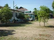 Asisbiz Hmawbi monastery grounds Jun 2001 08