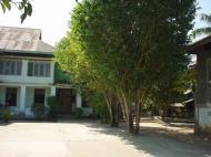 Asisbiz Hmawbi monastery grounds Jun 2001 13