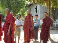 Asisbiz Hmawbi monastery monks Dec 2000 05