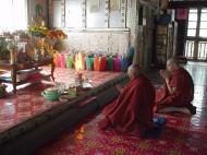 Asisbiz Hmawbi monastery monks Dec 2000 10