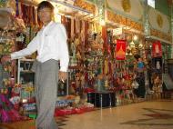 Asisbiz Kabar Aye Pagoda Peace Pagoda Arts and Crafts Dec 2000 01