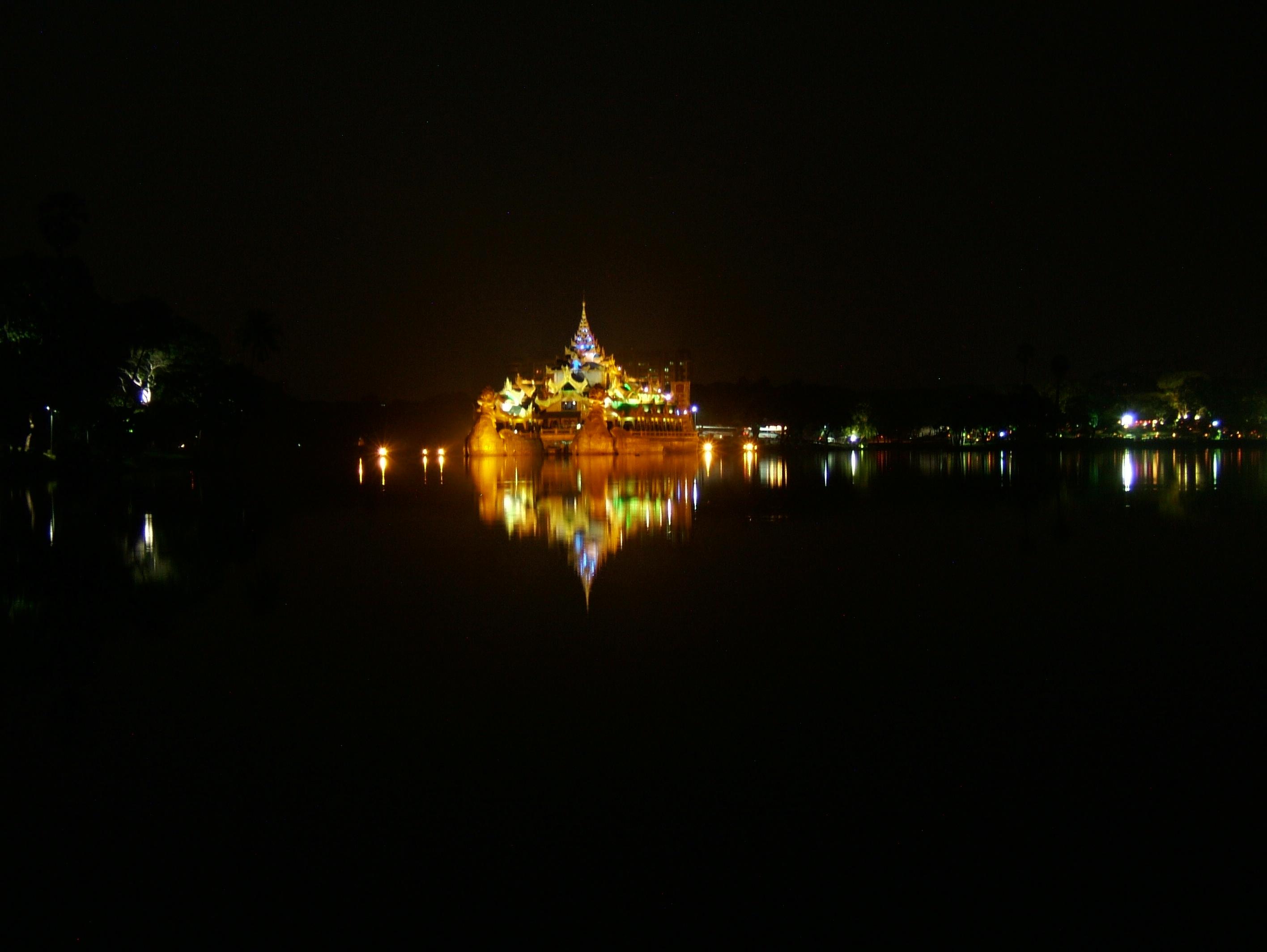 Myanmar Yangon Kandawgyi Palace Hotel royal barge Nov 2004 01