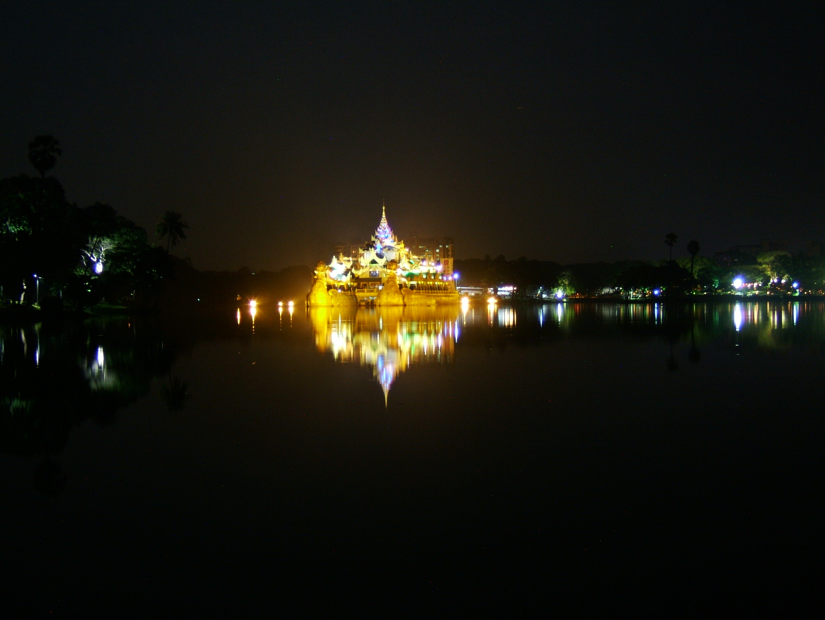 Myanmar Yangon Kandawgyi Palace Hotel royal barge Nov 2004 02
