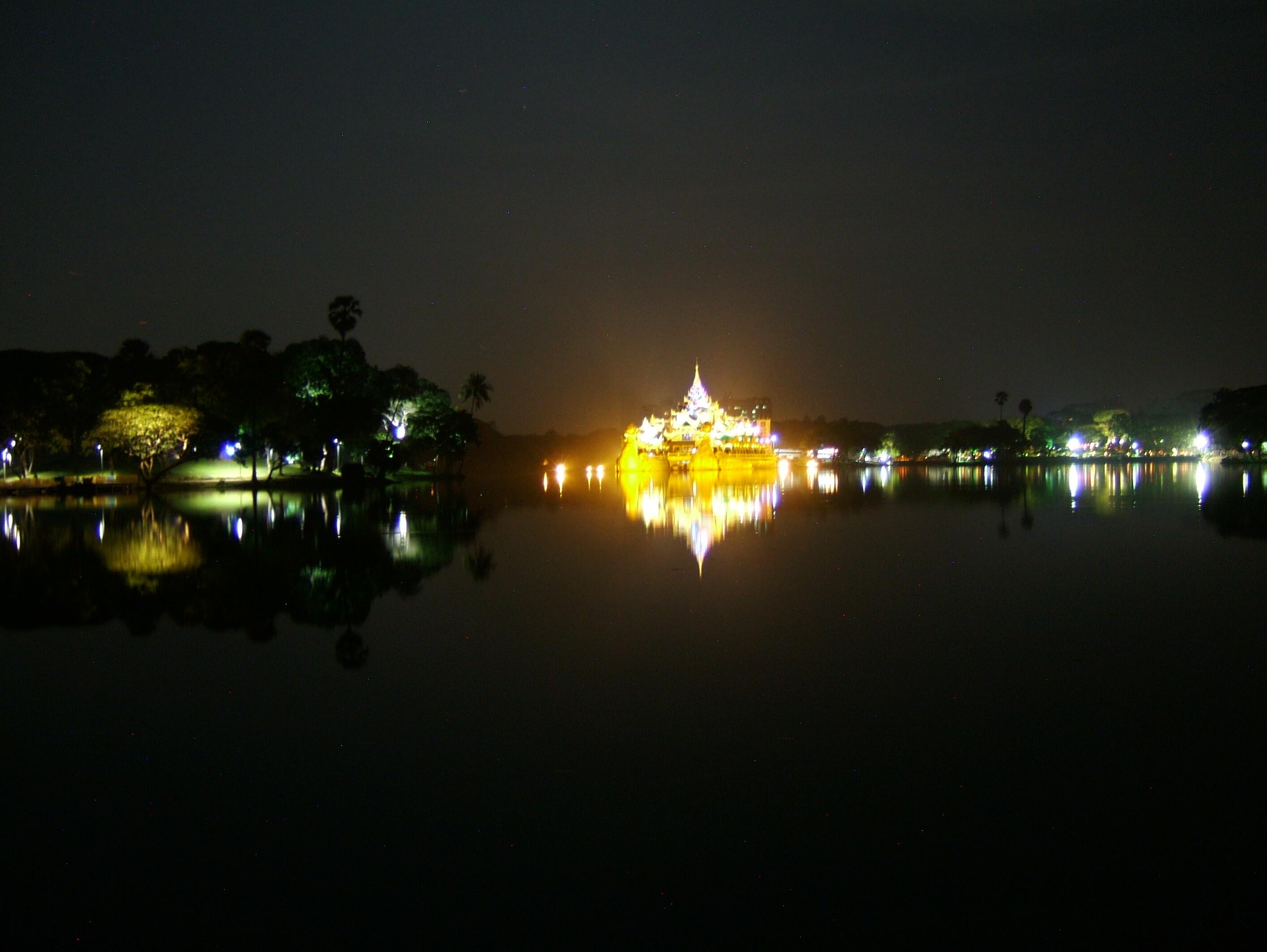 Myanmar Yangon Kandawgyi Palace Hotel royal barge Nov 2004 05