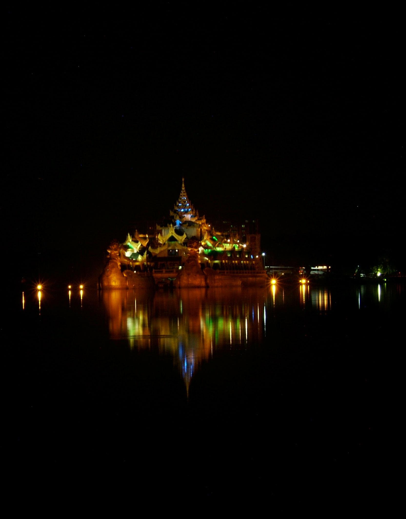 Myanmar Yangon Kandawgyi Palace Hotel royal barge Nov 2004 11