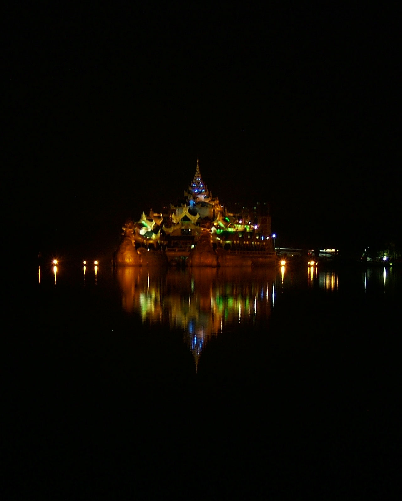 Myanmar Yangon Kandawgyi Palace Hotel royal barge Nov 2004 17
