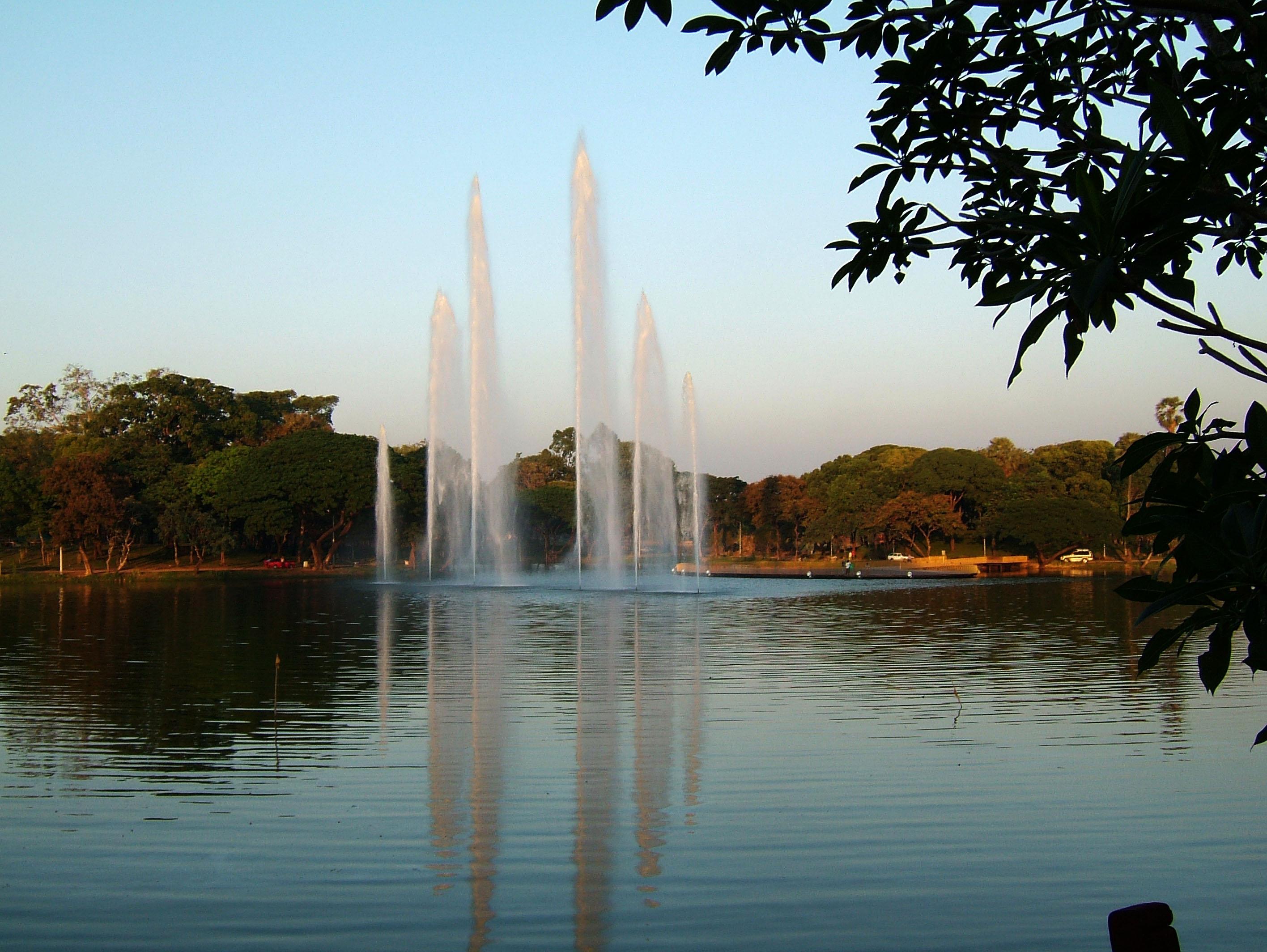 Yangon Kandawgyi Lake fountain panoramic views Nov 2004 01