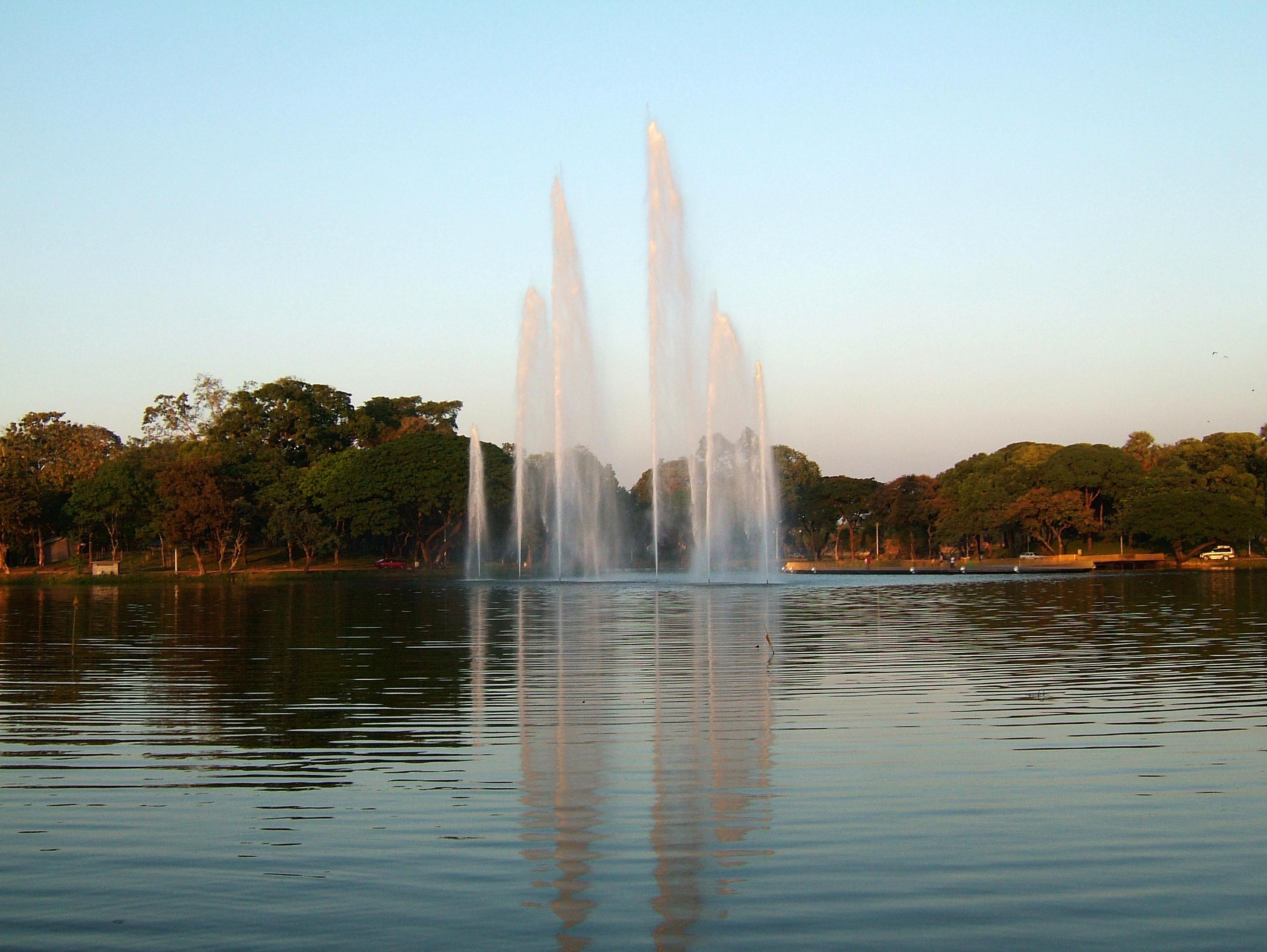 Yangon Kandawgyi Lake fountain panoramic views Nov 2004 02