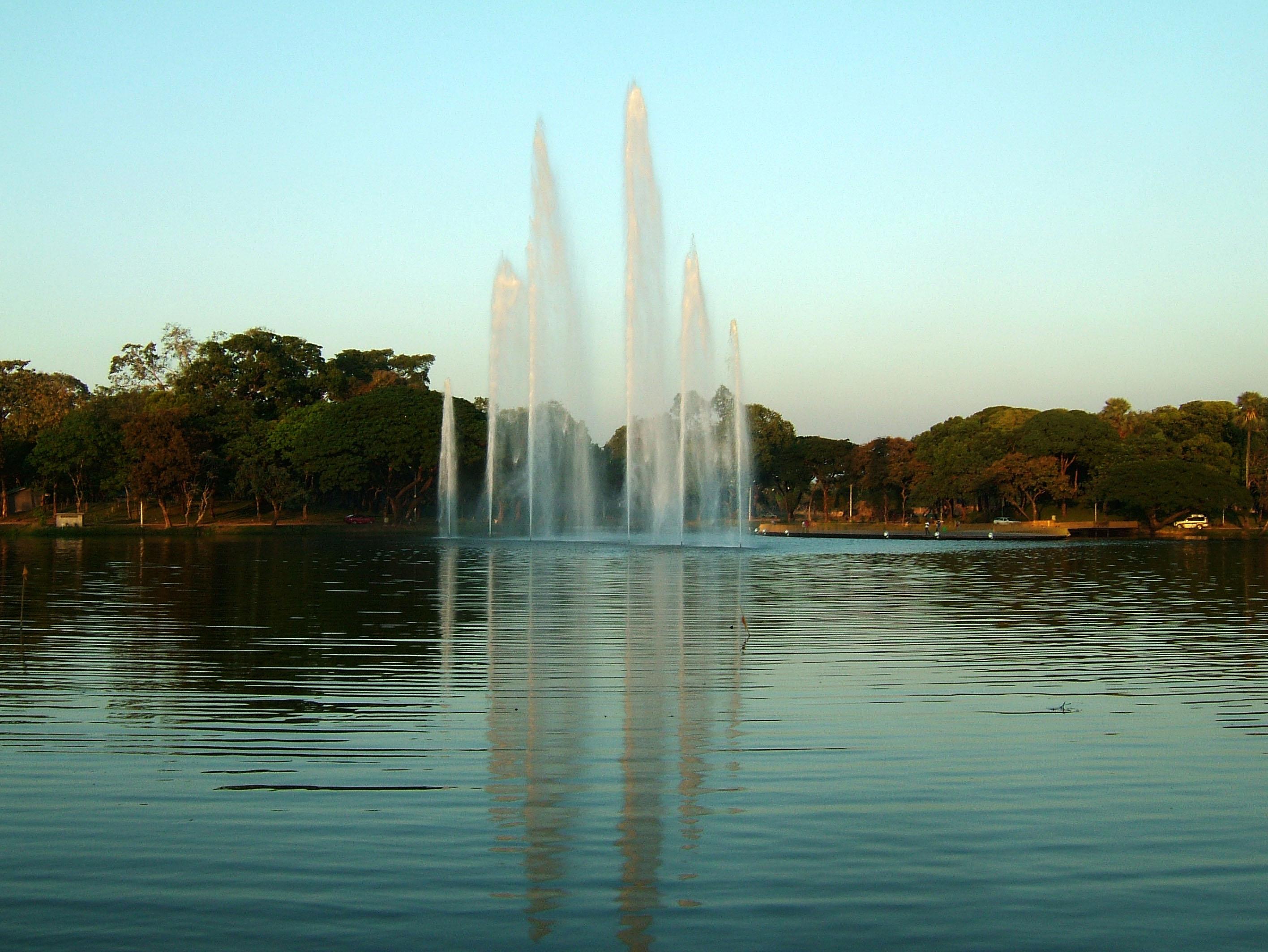 Yangon Kandawgyi Lake fountain panoramic views Nov 2004 03