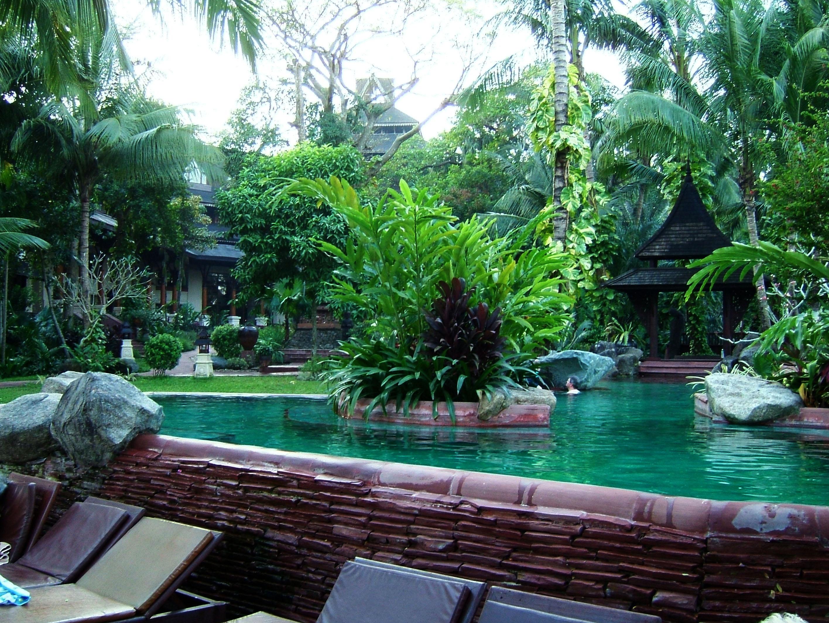 Yangon Kandawgyi Palace Hotel Swimming Pool Nov 2004 03