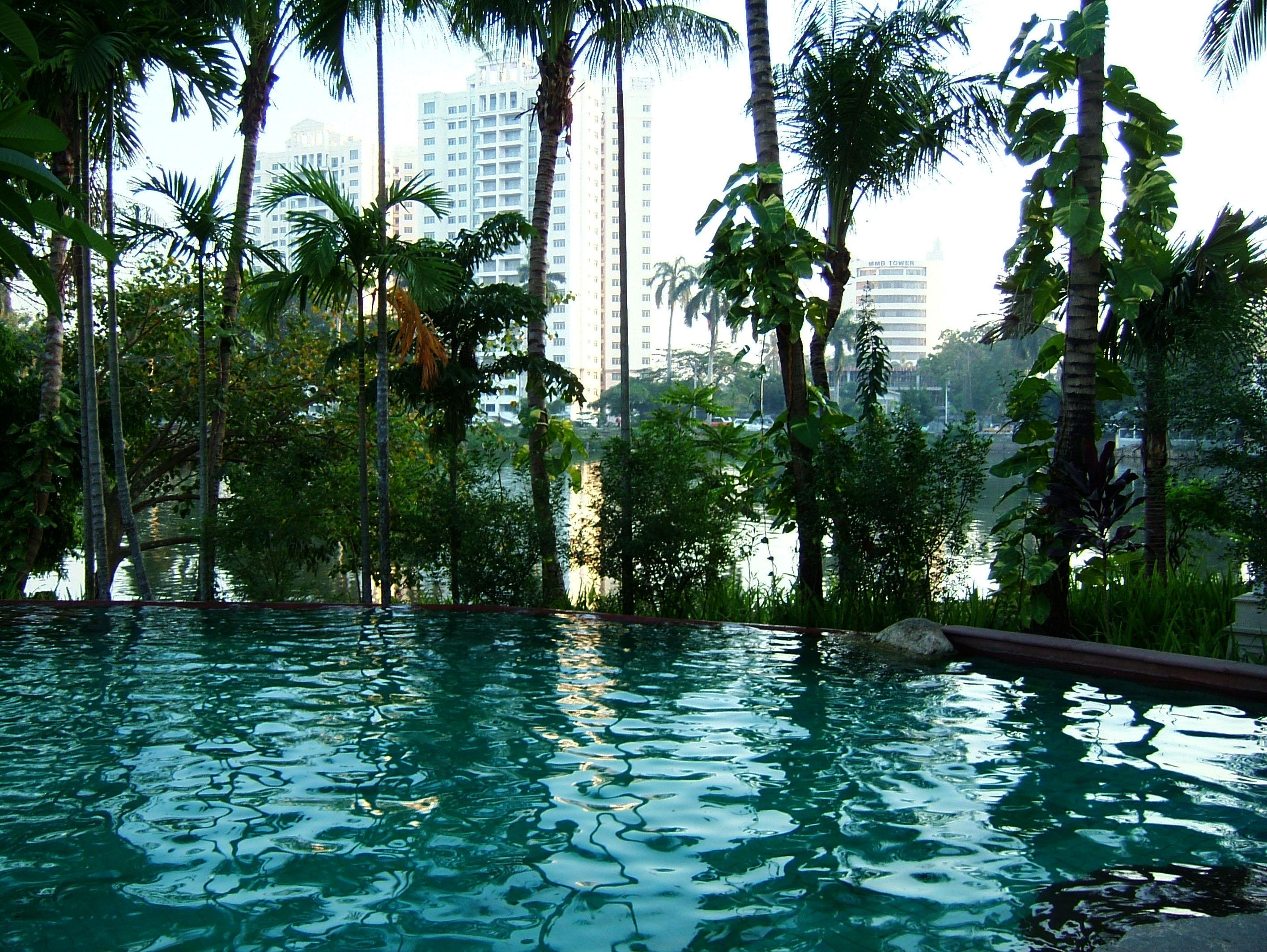 Yangon Kandawgyi Palace Hotel swimming pool  Nov 2004 04