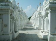 Asisbiz Mandalay Kuthodaw Pagoda worlds largest book Nov 2004 01