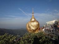 Asisbiz Mon State Kyaiktiyo Pagoda Golden Rock morning views 2009 19
