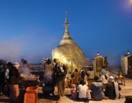 Asisbiz Myanmar Mon State Kyaiktiyo Pagoda Golden Rock dawn 2009 04