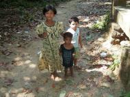 Asisbiz Myanmar Mon State Kyaiktiyo Pagoda local kids 01