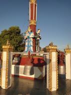 Asisbiz Myanmar Mon State Kyaiktiyo pagoda court yard guardians Dec 2009 01