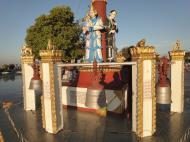 Asisbiz Myanmar Mon State Kyaiktiyo pagoda court yard guardians Dec 2009 02