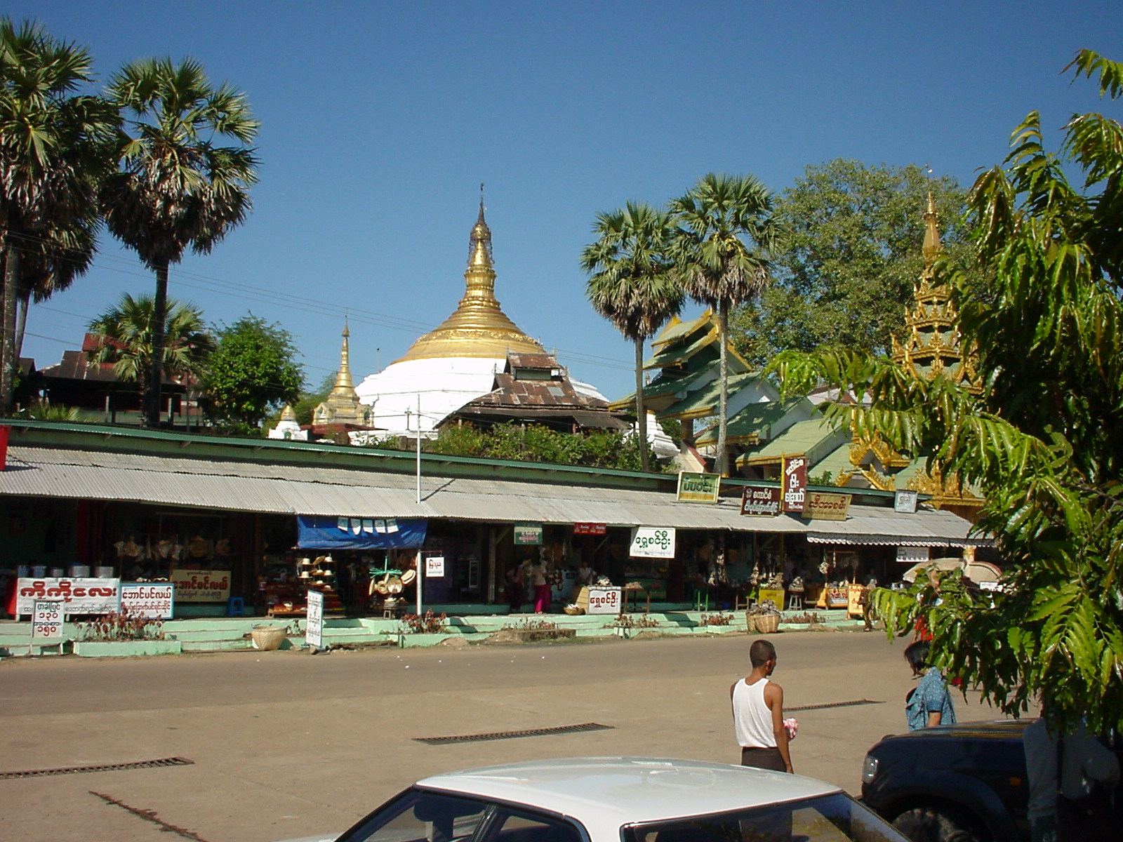 Thanlyin Island Pagoda entrance Dec 2000 01