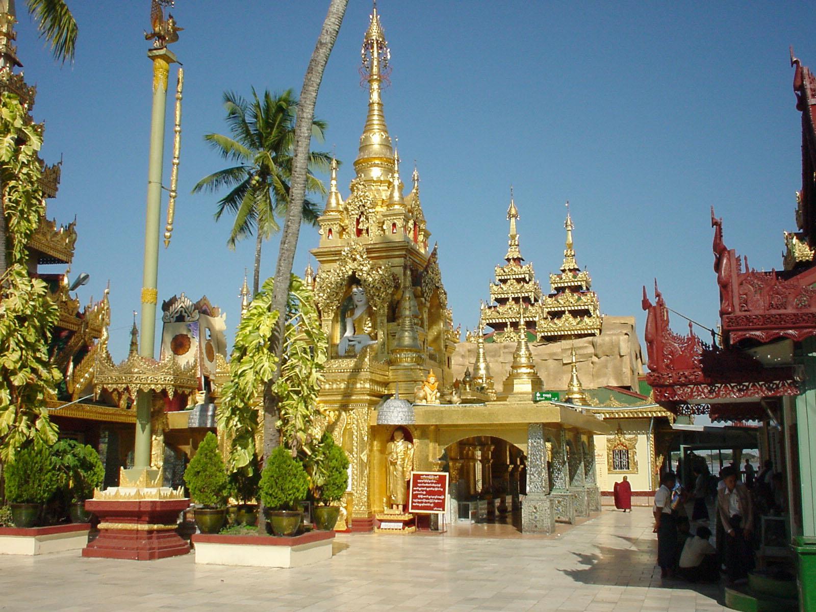 Thanlyin Kyauktan Ye Le Pagoda Dec 2000 01