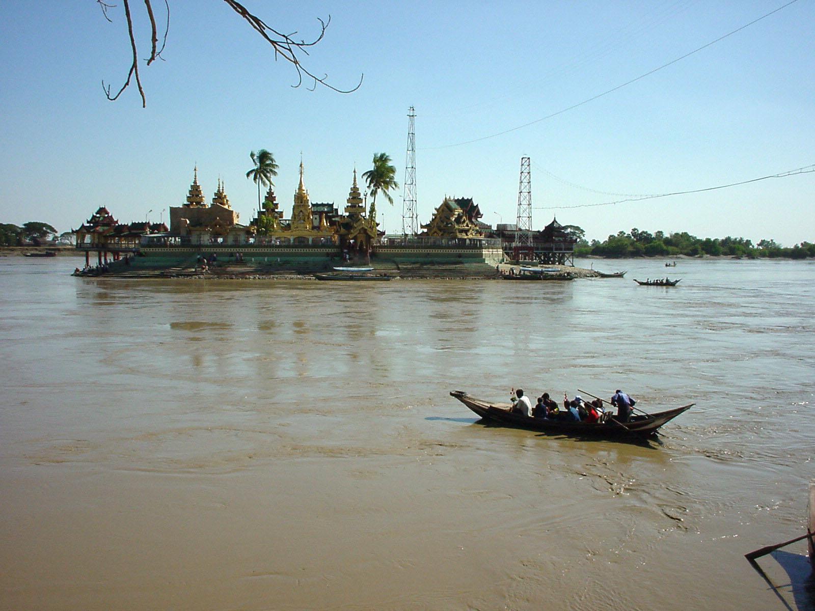 Thanlyin Kyauktan Ye Le Pagoda Island crossing Dec 2000 02