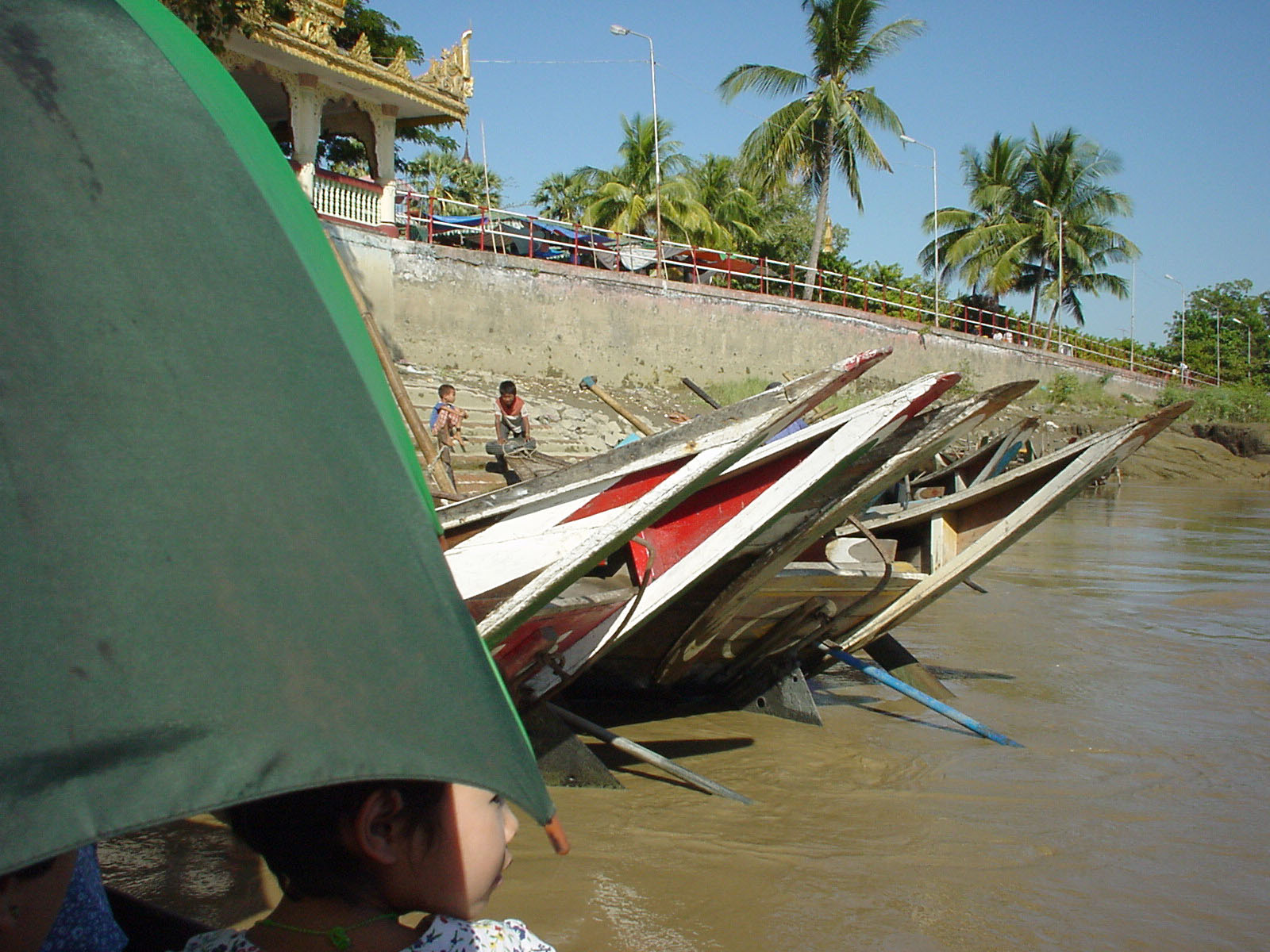 Thanlyin Kyauktan Ye Le Pagoda Island crossing Dec 2000 03