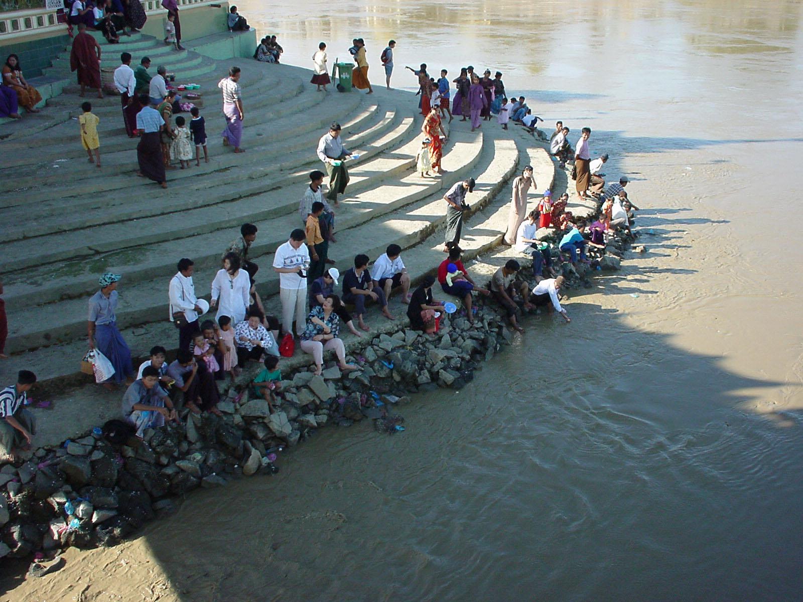 Thanlyin Kyauktan Ye Le Pagoda Island crossing Dec 2000 04