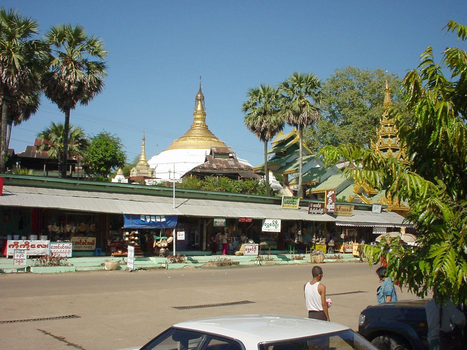 Thanlyin Kyauktan Ye Le Pagoda Island crossing Jul 2001 01