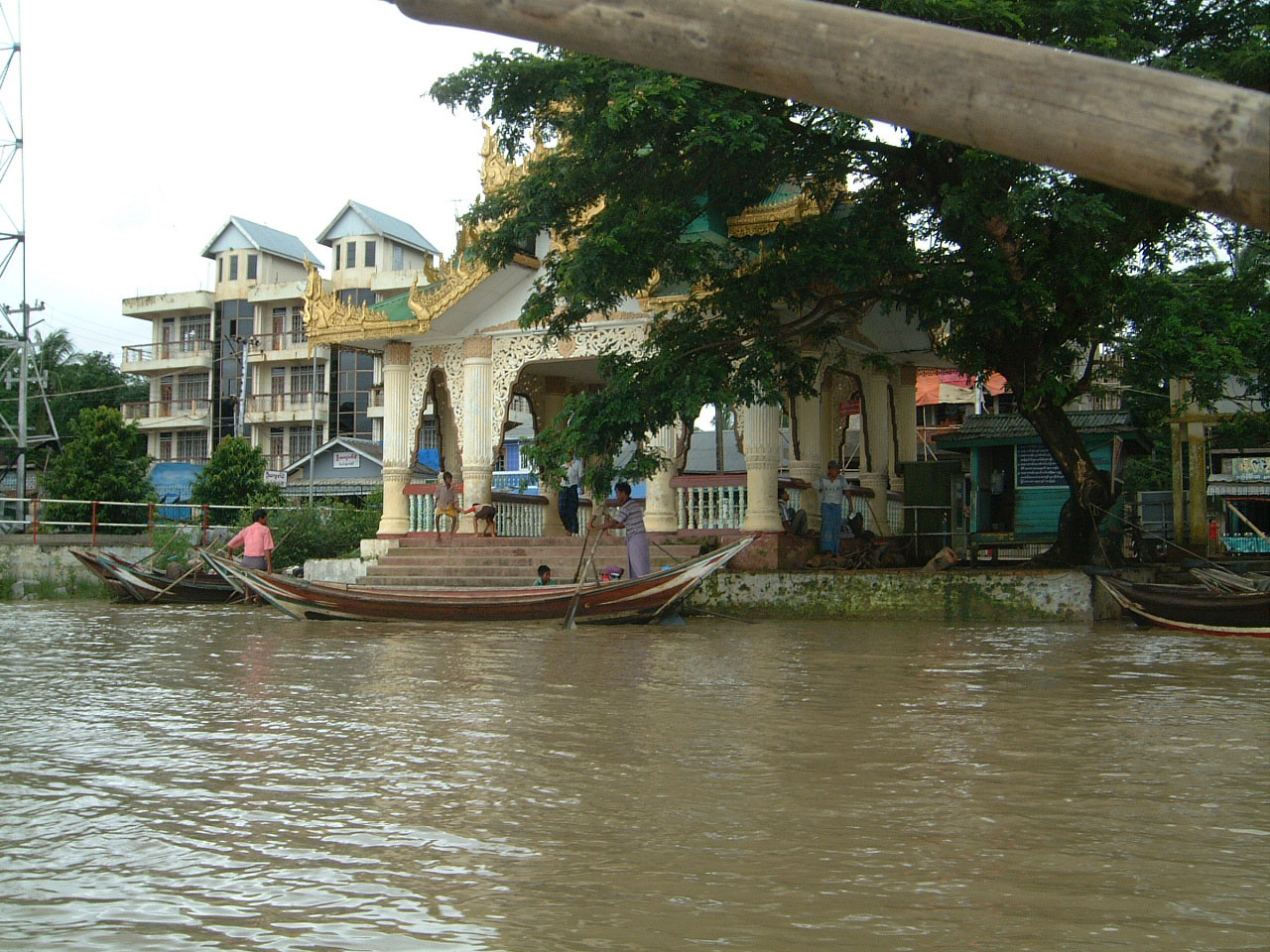 Thanlyin Kyauktan Ye Le Pagoda Island crossing Jul 2001 02