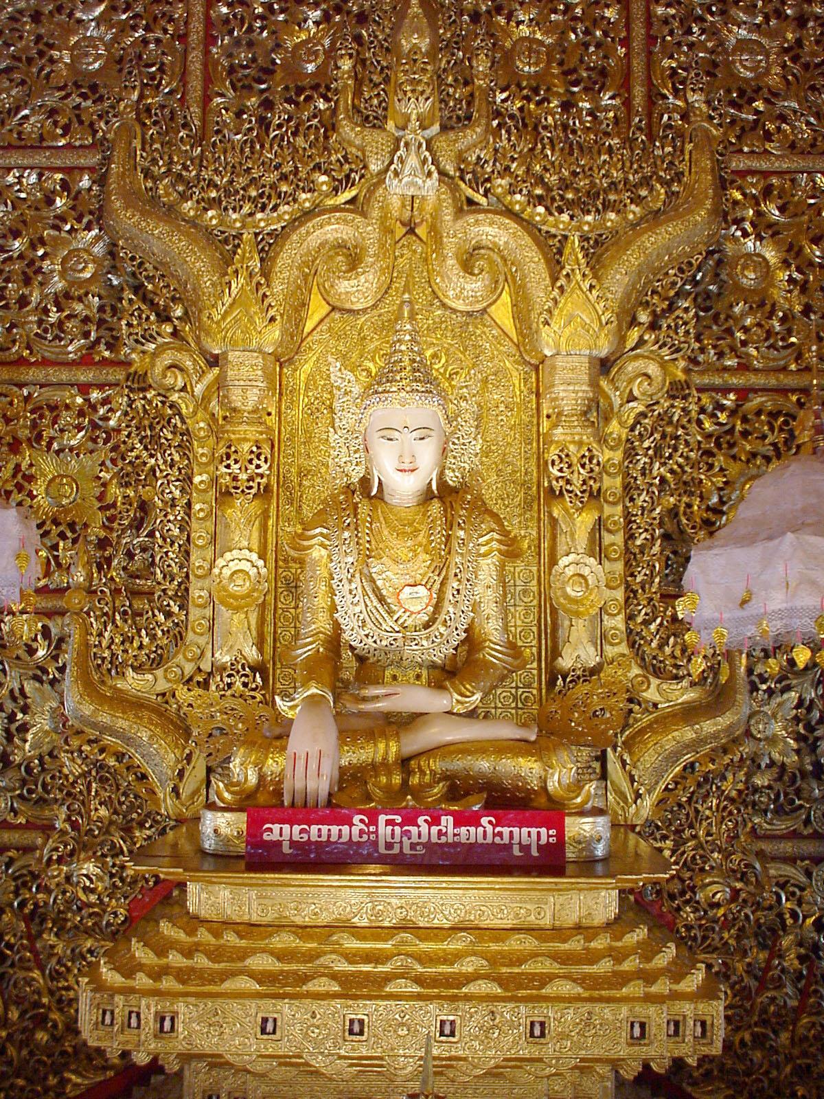 Thanlyin Kyauktan Ye Le Pagoda main Buddha Dec 2000 02