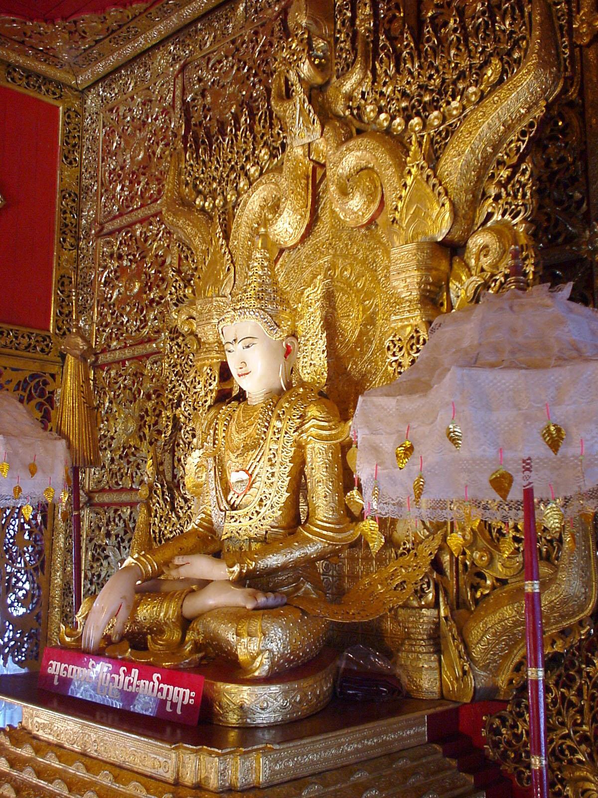 Thanlyin Kyauktan Ye Le Pagoda main Buddha Dec 2000 07