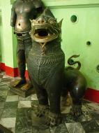 Asisbiz Maha Muni Shrine bronze lion Dec 2000 01