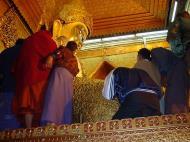 Asisbiz Mahamuni Buddha Maha Myat Muni Paya Dec 2000 01