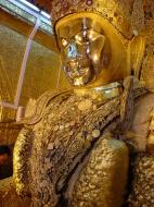 Asisbiz Mahamuni Buddha Maha Myat Muni Paya Dec 2000 03