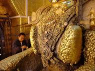 Asisbiz Mahamuni Buddha Maha Myat Muni Paya Dec 2000 05