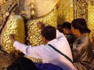 Asisbiz Mahamuni Buddha Maha Myat Muni Paya Dec 2000 06