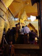 Asisbiz Mahamuni Buddha Maha Myat Muni Paya Dec 2000 08