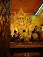 Asisbiz Mahamuni Buddha Maha Myat Muni Paya Dec 2000 09