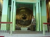 Asisbiz Mahamuni Buddha Maha Myat Muni Paya Dec 2000 10